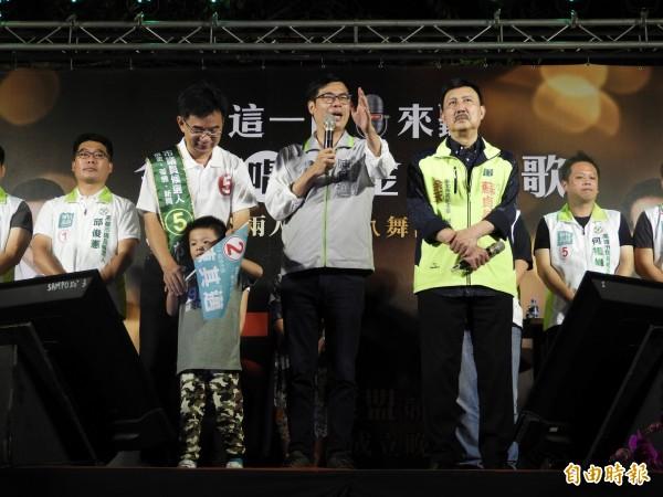陳其邁與余天同框,為市議員郭建盟(左二)站台。(記者葛祐豪攝)