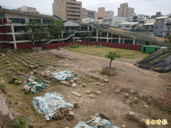 永福國小校園大半側都有清代遺構出土,新建校舍困難度超高。(記者洪瑞琴攝)