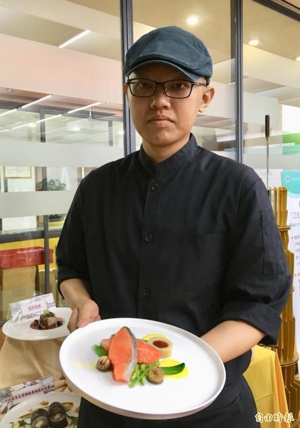 罹癌被預言只有8個月壽命,24歲陳方威表示,他已經撐一年半了,勇敢追尋廚師夢。(記者林曉雲攝)