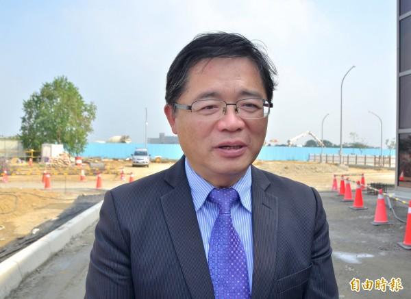 針對週刊調查議員配合款的報導,代理市長李孟諺提出說明。(記者吳俊鋒攝)