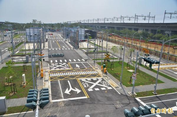 國內首座封閉式自駕車測試場域接近完工。(記者吳俊鋒攝)