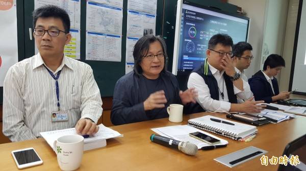 林洲民上午開記者會,指提高容積率一坪換一坪是「毀滅城市」的做法。(記者楊心慧攝)