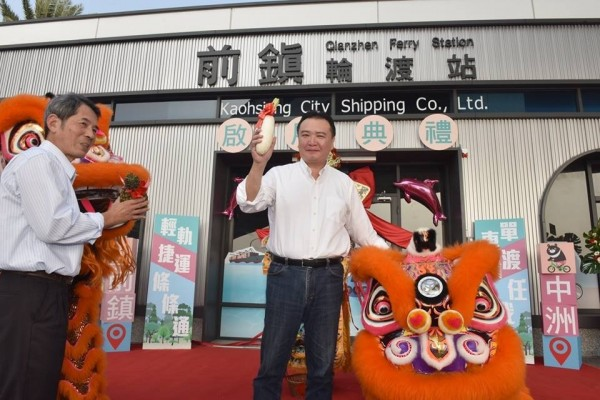 高雄市代理市長許立明質問韓國瑜「白玉苦瓜是瞎密」?遭韓國瑜粉絲圍剿。(記者王榮祥翻攝臉書)