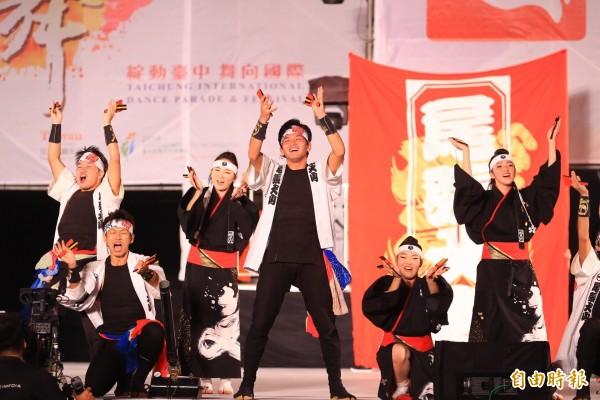 前夜祭的表演團體精采匯演。(記者蔡淑媛攝)