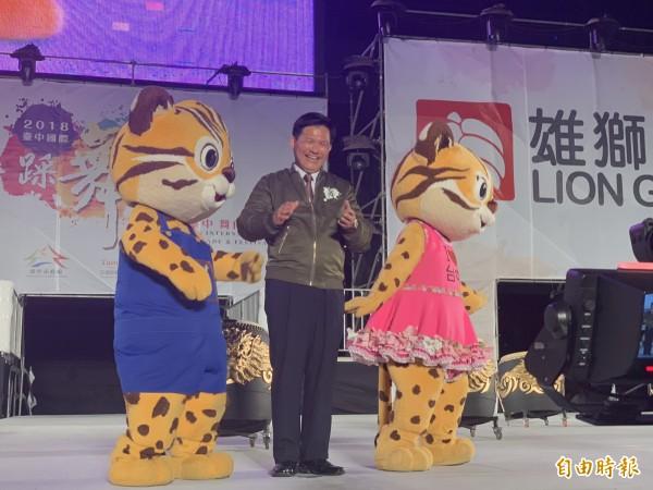 市長林佳龍邀請民眾看花博,也參加踩舞祭。(記者蔡淑媛攝)