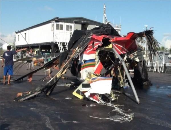 飛鷹事故機主殘骸運抵高雄旗津外觀圖。(飛安會提供)