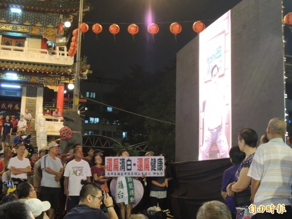 阿扁透過事先錄影,向支持答謝。(記者王榮祥攝)