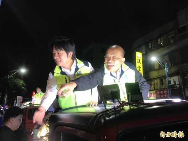 行政院長賴清德今晚陪同民進黨新北市長候選人蘇貞昌到新莊掃街。(記者葉冠妤攝)