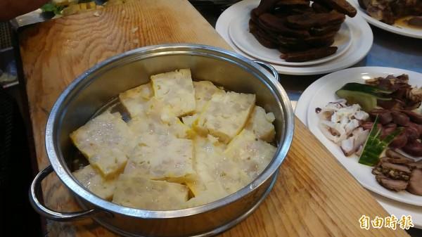 欣欣餐廳必點招牌菜「蟳丸」。(記者洪瑞琴攝)