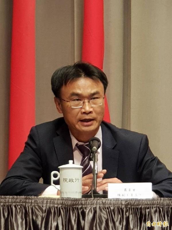 防非洲豬瘟入侵,農委會副主委陳吉仲表示,已行文給所有電商銷售平台,不得販售中國豬肉加工製品。(記者李欣芳攝)