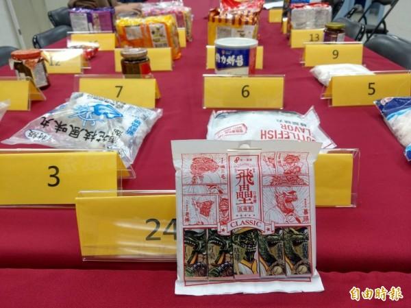 消基會抽查市售24件加工食品,發現飛壘口香糖未標示添加抗氧化劑。(記者鄭瑋奇攝)