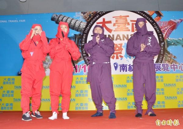 甲賀忍者也上台演出,炒熱氣氛。(記者吳俊鋒攝)