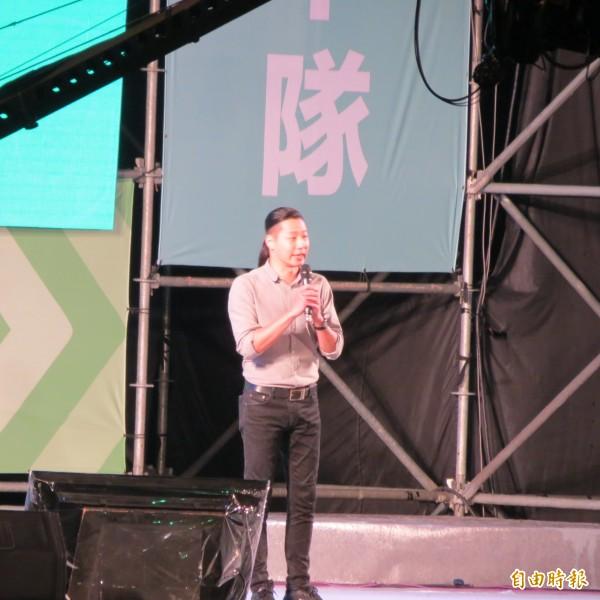 林昶佐為林佳龍的空污防治能力背書。(記者蘇金鳳攝)