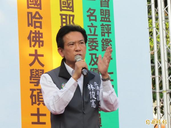 立委林俊憲表示,投給民進黨就是要教訓共產黨!(記者蔡文居攝)