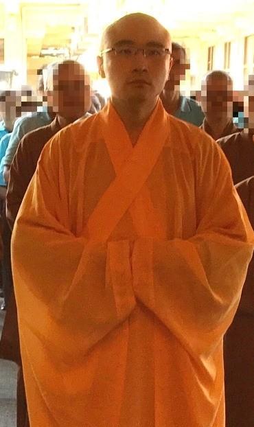 本名謝仁豪的知名僧人開泓法師爆出吸毒並開淫趴,今日遭警方逮捕。(記者鄭名翔翻攝)