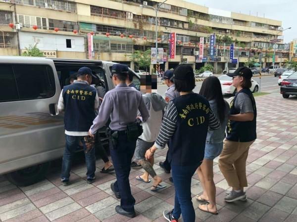 警方循線調查,竟然發現受害者與搶匪一起度假,才發現主謀就是報案人。(記者王捷翻攝)