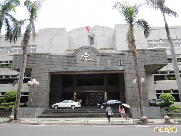 國民黨籍屏東縣議員候選人林釆穎涉賄被查獲,檢方聲押獲准。(記者李立法攝)
