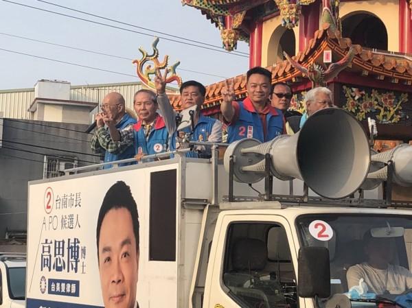 高思博進行車隊掃街拜票並將和韓國瑜合體大會師。(圖由高思博總部提供)