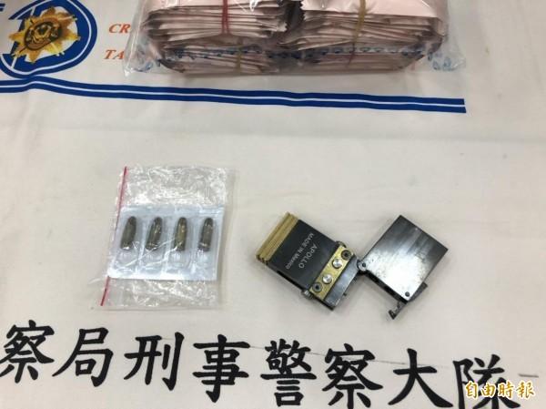 萬華警方查獲的名片型手槍。(記者王冠仁攝)