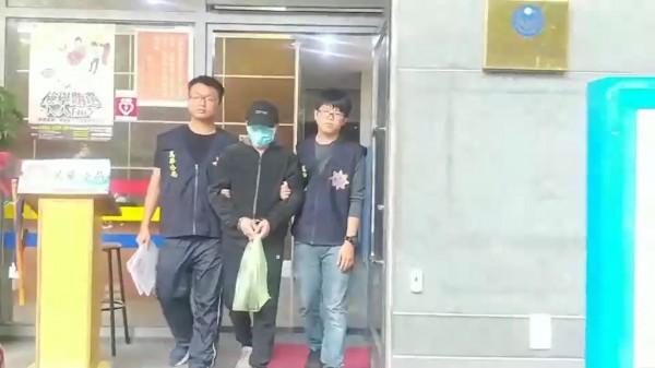 李志展被警方送辦。(記者王冠仁翻攝)