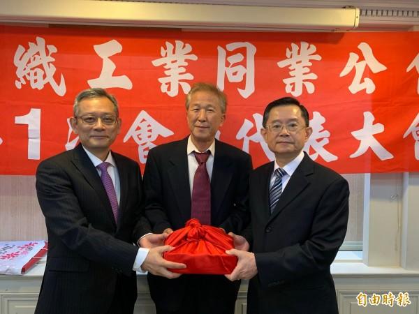 絲織公會理事長  台灣富綢總座莊燿銘接任