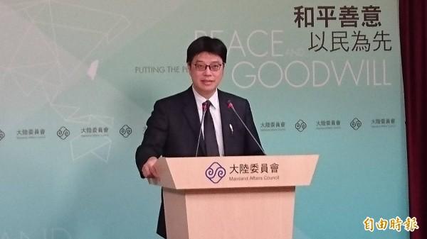 陸委會副主委邱垂正今天在例行記者會呼籲中國以文明理性的態度看待金馬獎事件,切勿文革式獵巫謾罵與攻擊。(記者鍾麗華攝)