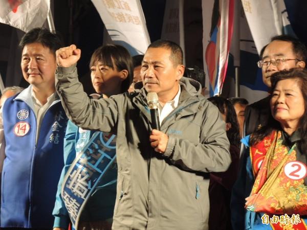 侯友宜呼籲選民和他一起用正向力量向前行。(記者翁聿煌攝)