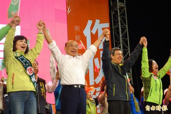 民進黨新北市長候選人蘇貞昌今晚在新莊辦造勢晚會,副總統陳建仁到場力挺。(記者葉冠妤攝)