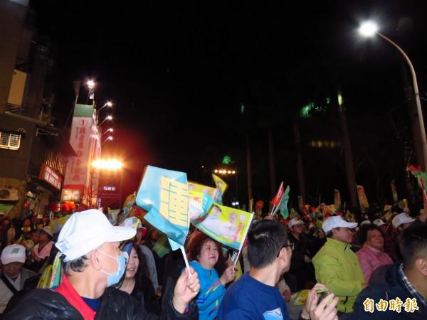 游錫堃助講蘇貞昌,呼籲選民穩固綠中央執政。(記者陳心瑜攝)