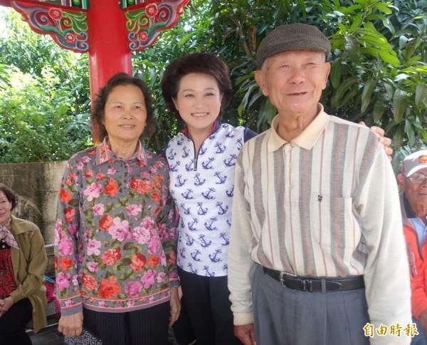 父母陪同投票 蕭淑麗投票