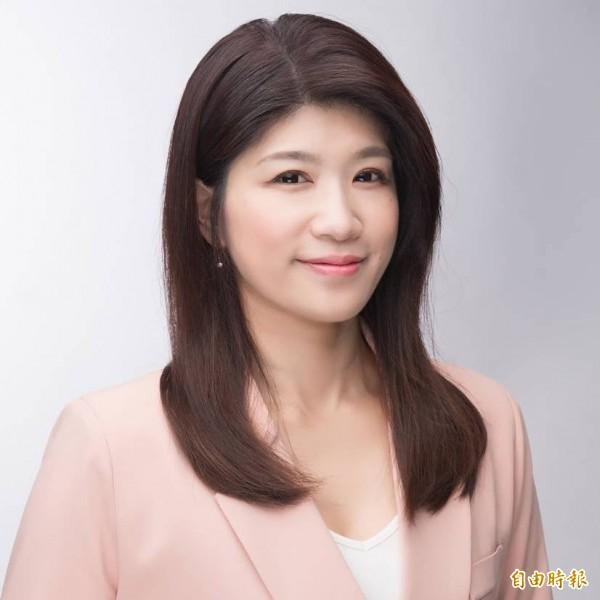 竹東客家好妹仔余筱菁為綠黨在新竹縣議會保住一席。(擷取自臉書)