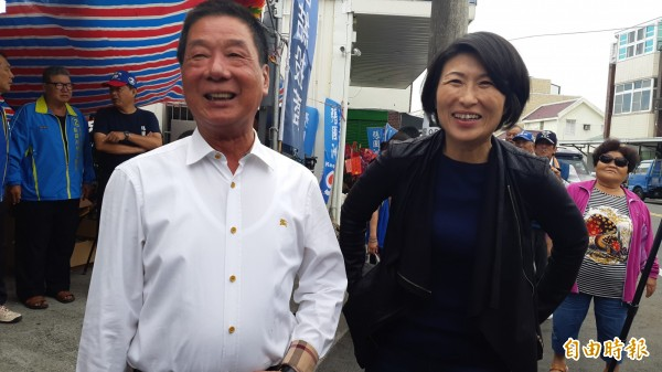 台東縣議長饒慶鈴(右)轉戰縣長獲高票當選,台東市長張國洲(左)則高票連任。(記者黃明堂攝)