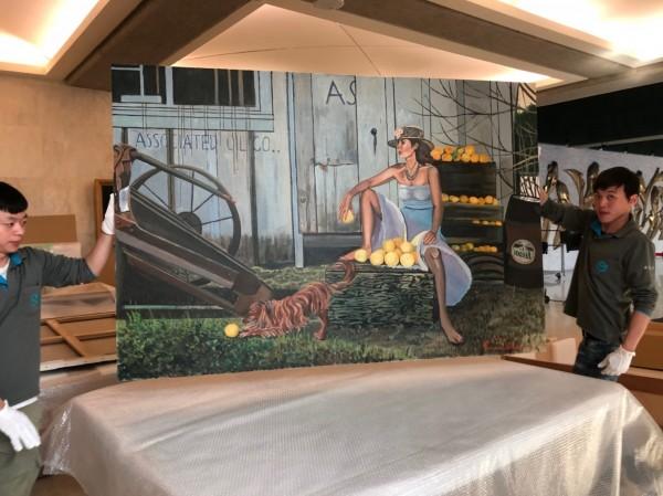 日本畫家石川善一捐贈29幅作品給台南市,由文化局開箱。(文化局提供)
