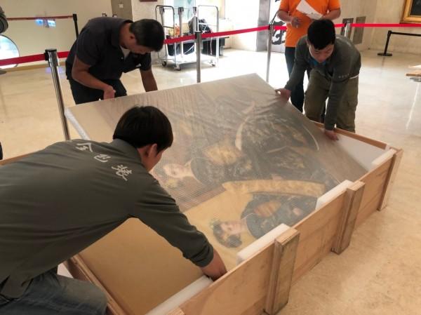 日本畫家石川善一捐贈29幅作品給台南市,文化局開箱。(文化局提供)