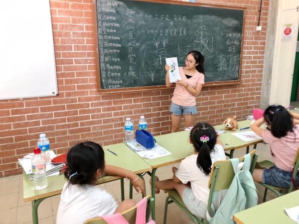靜宜大學西班牙語文學系學生出國實習。(靜宜大學提供)