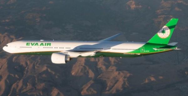 長榮航空一架波音777-300班機昨天從舊金山起飛往台北,途中遭遇鳥擊。圖非當事飛機。(圖擷取自長榮官網)