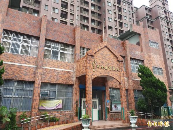 因應東區親子文教空間需求,竹北市公所未來擬將2層樓的東興里集會所,經拉皮、整修後,規劃成圖書館,提供借書、閱覽、自修等。(記者廖雪茹攝)