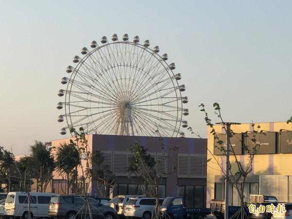 台中港三井OUTLET PARK 摩天輪成為港區地標。(記者張軒哲攝)