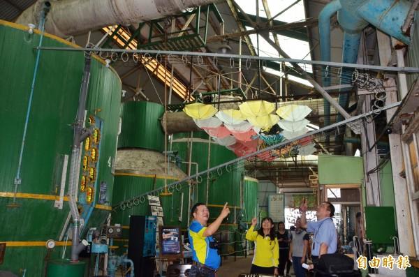 糖廠結晶罐變身的巨型扭蛋機,延伸的外軌道長達15米。(記者吳俊鋒攝)