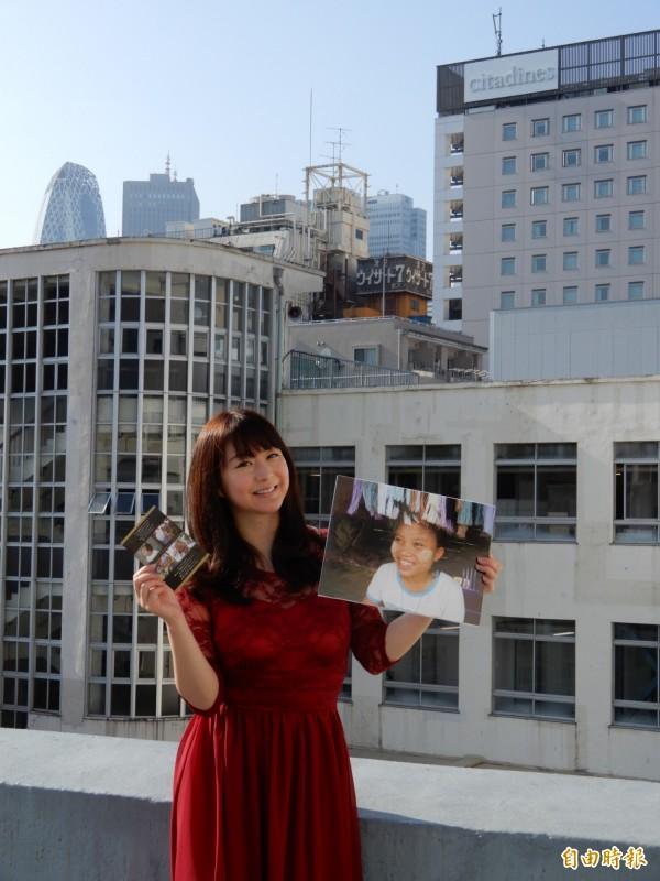 步理惠子的「世界與台灣的笑顏之音」攝影展,上百幅作品中有半數以上為台灣鄉親的笑容。(記者林翠儀攝)