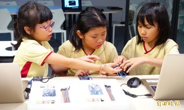 青少年圖書館免費無人機及機器人教學課程開放報名。(記者翁聿煌攝)