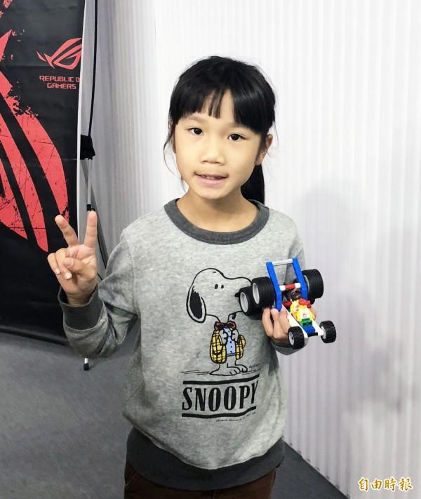 小朋友也有免費的樂高機器人課程。(記者翁聿煌攝)