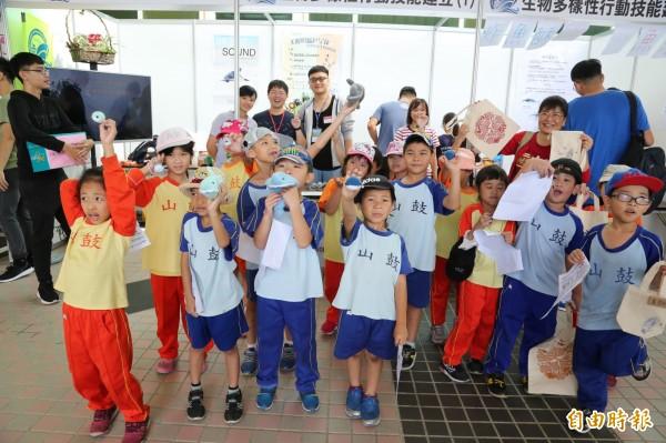 國中小師生分享海洋研究成果。(記者黃旭磊攝)