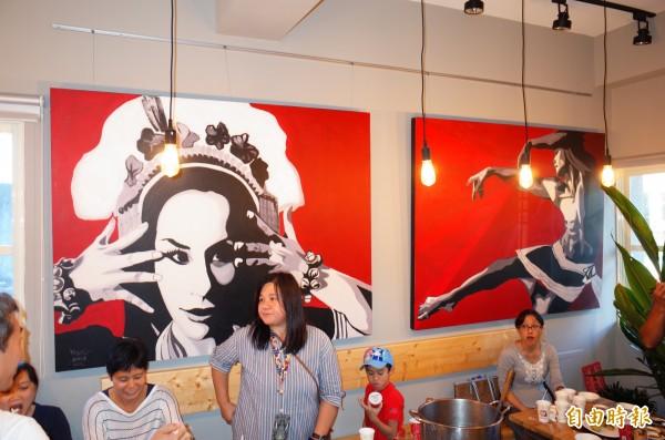畫家優席夫回到玉里馬太林部落開藝術咖啡,店裡的主視覺都是優席夫的畫作。(記者花孟璟攝)