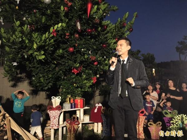 民進黨發言人鄭朝方今晚舉辦「聖誕方城市」送暖給原鄉,面對展望2020立委之戰,他表示不排除任何可能。(記者黃美珠攝)
