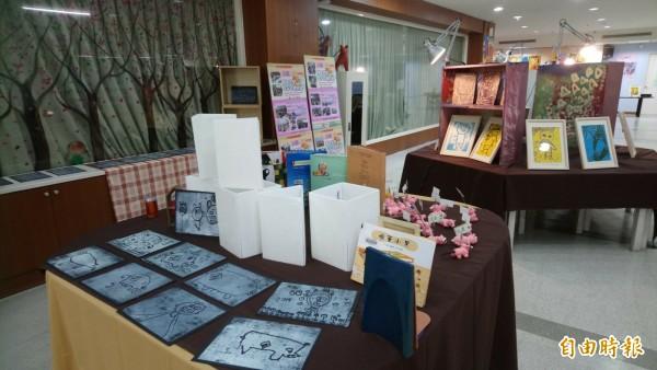 事如意手作創藝展本週起在高市文化中心圖書分館舉行。(記者王榮祥攝)