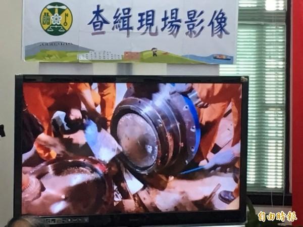 關務署基隆關在中國進口的機具內查獲夾藏其間的K毒。(記者林嘉東攝)