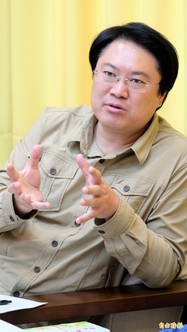 林右昌說,民進黨在這次地方選舉不止是大敗,而是慘敗,唯有反躬自省才有進步的空間,此時此景別再說過去了,「從今以後我們自己不要再提民進黨過去對台灣民主的貢獻。」(記者林欣漢攝)