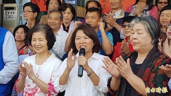 嘉義市長當選人黃敏惠(中)盼降低鐵高的地方自籌款。 (資料照)