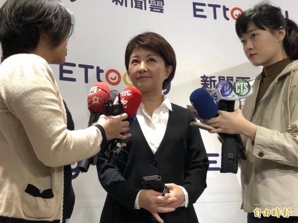 台中市長當選人盧秀燕北上接受媒體專訪,會後受訪重申中電不北送。(記者陳昀攝)